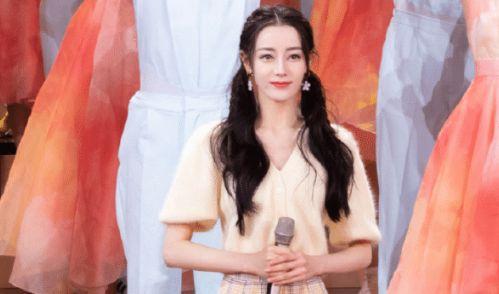 Địch Lệ Nhiệt Ba lên sân khấu chiếm hết spotlight, cầm micro mỉm cười cũng xinh đẹp sáng bừng - Ảnh 5.