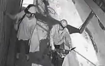 Cảnh giác trước thủ đoạn mới cực kỳ manh động của tội phạm cướp giật: Nửa đêm nghe tiếng đập cửa kêu cứu cần làm gì?
