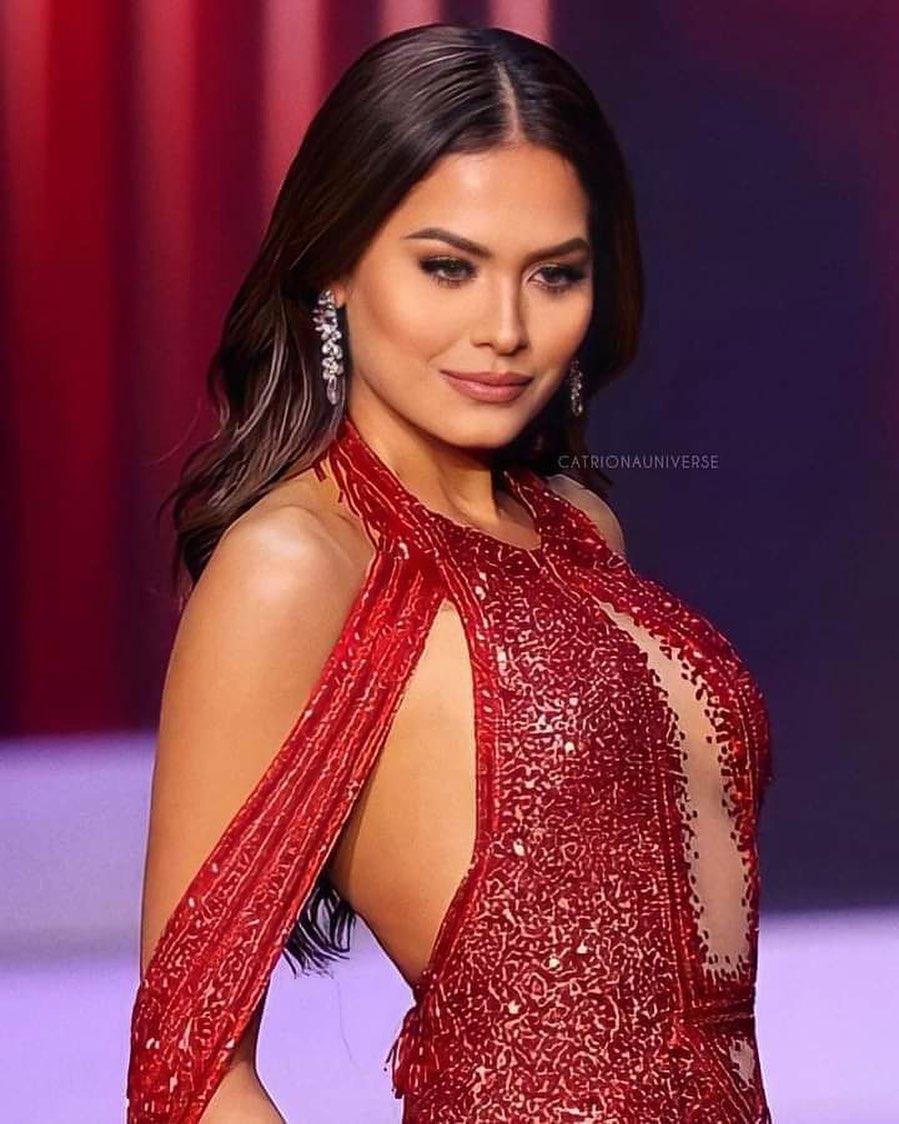 40.000 viên pha lê đính trên chiếc váy giúp Tân Hoa hậu Andrea Meza chiếm spotlight đêm chung kết - Ảnh 1.