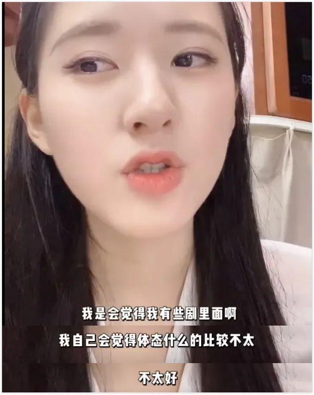"""Bị chê xấu khi đóng """"Trần Thiên Thiên trong lời đồn"""", Triệu Lộ Tư đáp trả, netizen bới móc cả chuyện mặt nọng, lưng gù - Ảnh 6."""