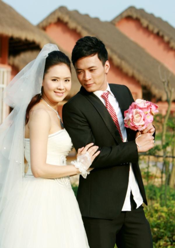 Hướng dương ngược nắng cận kề tập cuối: Hồng Diễm làm cô dâu xinh đẹp, quả là tường thành nhan sắc 10 năm không đổi - Ảnh 4.