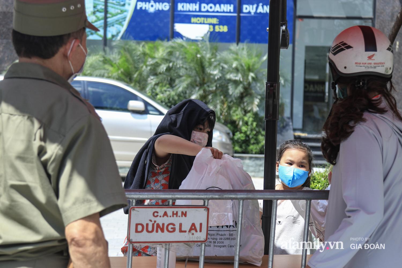 Phong tỏa tòa chung cư nơi nữ nhân viên quán bar Sunny có liên quan đến chuyên gia người Trung Quốc dương tính với SARS-CoV-2 - Ảnh 4.