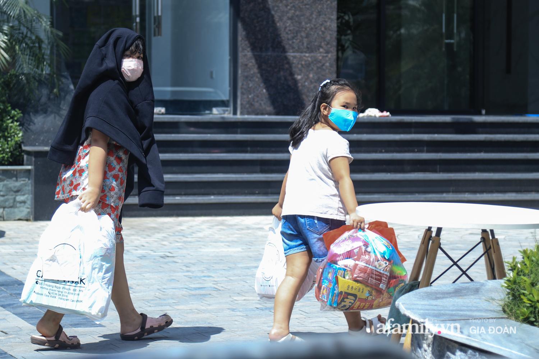 Phong tỏa tòa chung cư nơi nữ nhân viên quán bar Sunny có liên quan đến chuyên gia người Trung Quốc dương tính với SARS-CoV-2 - Ảnh 5.