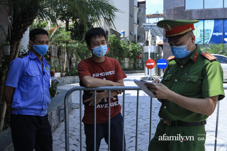 Phong tỏa tòa chung cư nơi nữ nhân viên quán bar Sunny có liên quan đến chuyên gia người Trung Quốc dương tính với SARS-CoV-2 - Ảnh 6.