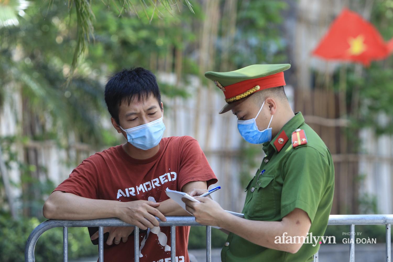 Phong tỏa tòa chung cư nơi nữ nhân viên quán bar Sunny có liên quan đến chuyên gia người Trung Quốc dương tính với SARS-CoV-2 - Ảnh 7.