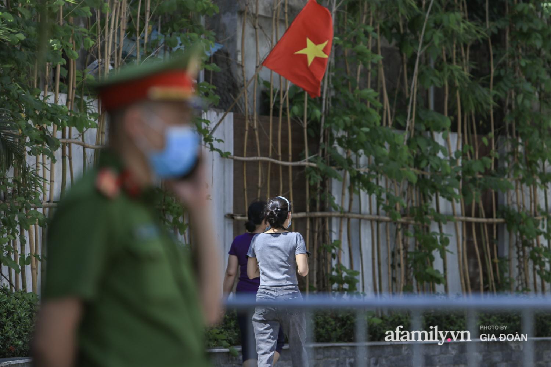 Phong tỏa tòa chung cư nơi nữ nhân viên quán bar Sunny có liên quan đến chuyên gia người Trung Quốc dương tính với SARS-CoV-2 - Ảnh 8.