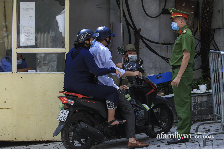 Phong tỏa tòa chung cư nơi nữ nhân viên quán bar Sunny có liên quan đến chuyên gia người Trung Quốc dương tính với SARS-CoV-2 - Ảnh 9.