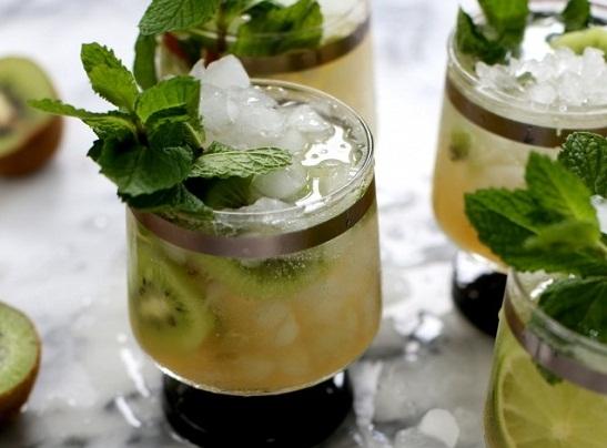Cách-làm-cocktail-kiwi-với-lá-bạc-hà-mát-lạnh-a.jpeg