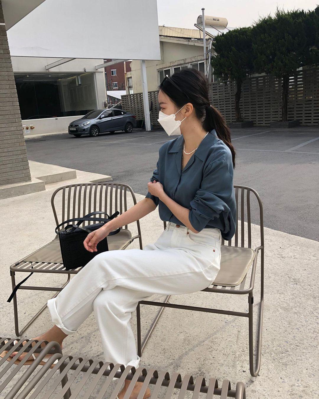 Nàng blogger Hàn có biệt tài diện toàn đồ đơn giản mà ai cũng muốn copy theo, diện đi làm hay đi chơi cũng ổn - Ảnh 6.