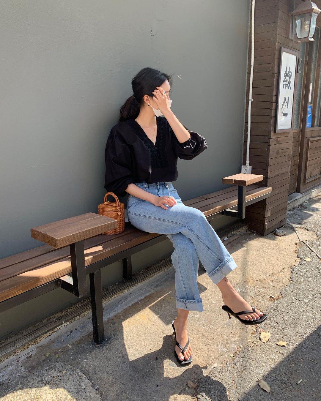 Nàng blogger Hàn có biệt tài diện toàn đồ đơn giản mà ai cũng muốn copy theo, diện đi làm hay đi chơi cũng ổn - Ảnh 1.
