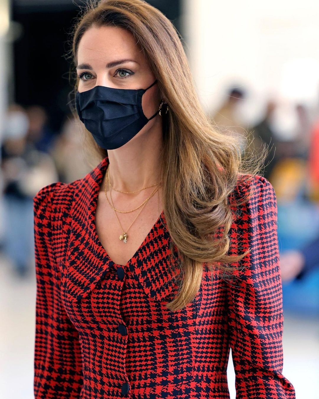 Công nương Kate Middleton cũng có ngày bị chê mặc xấu hơn mẫu hãng, nguyên do bởi một món phụ kiện - Ảnh 2.