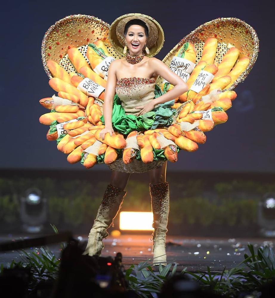 Thi 3 năm rồi, HHen Niê vẫn lọt BXH quốc phục gây bất ngờ nhất lịch sử Miss Universe, Khánh Vân - Hoàng Thuỳ cũng được nhắc tới - Ảnh 4.