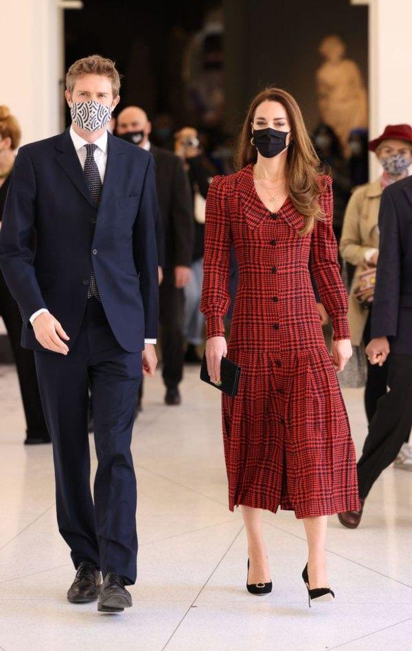 Công nương Kate Middleton cũng có ngày bị chê mặc xấu hơn mẫu hãng, nguyên do bởi một món phụ kiện - Ảnh 3.