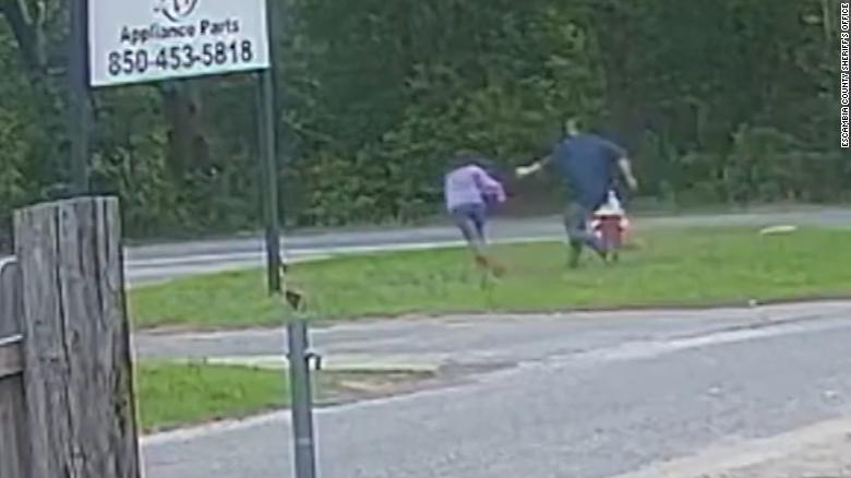 Mỹ: Bé gái 11 tuổi chống cự tới cùng khiến kẻ bắt cóc phải bỏ chạy - Ảnh 1.