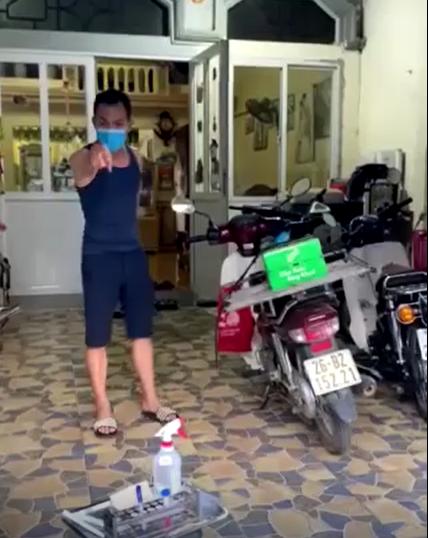 """Trở về từ tâm dịch Bắc Giang nhưng không đồng ý lấy mẫu xét nghiệm, nam thanh niên đuổi luôn nhân viên y tế: """"Đi ra khỏi nhà tôi"""" - Ảnh 2."""