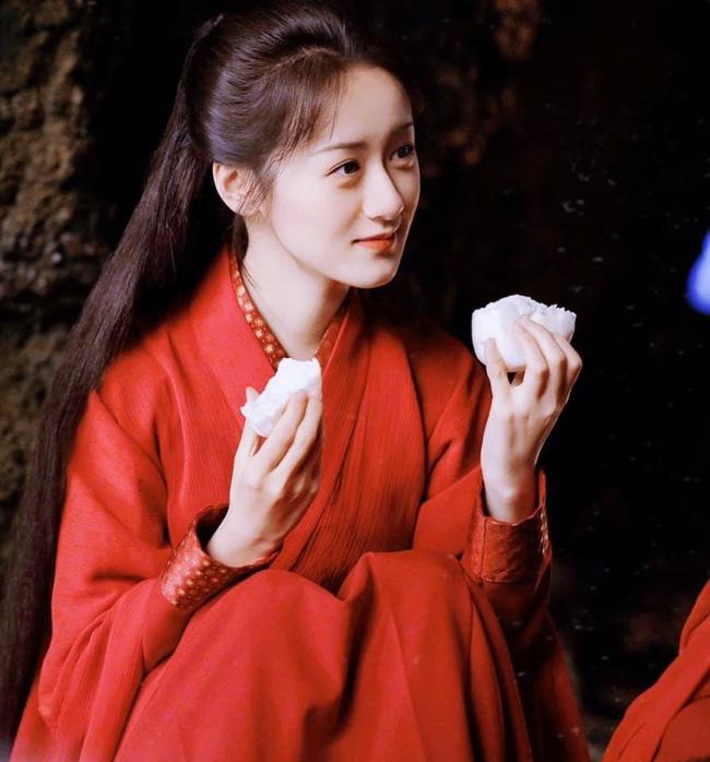 """""""Tiểu Triệu Lệ Dĩnh"""" - Viên Băng Nghiên lộ cảnh hôn môi, tạo hình váy đỏ được khen làm lu mờ Lưu ly mỹ nhân sát - Ảnh 5."""