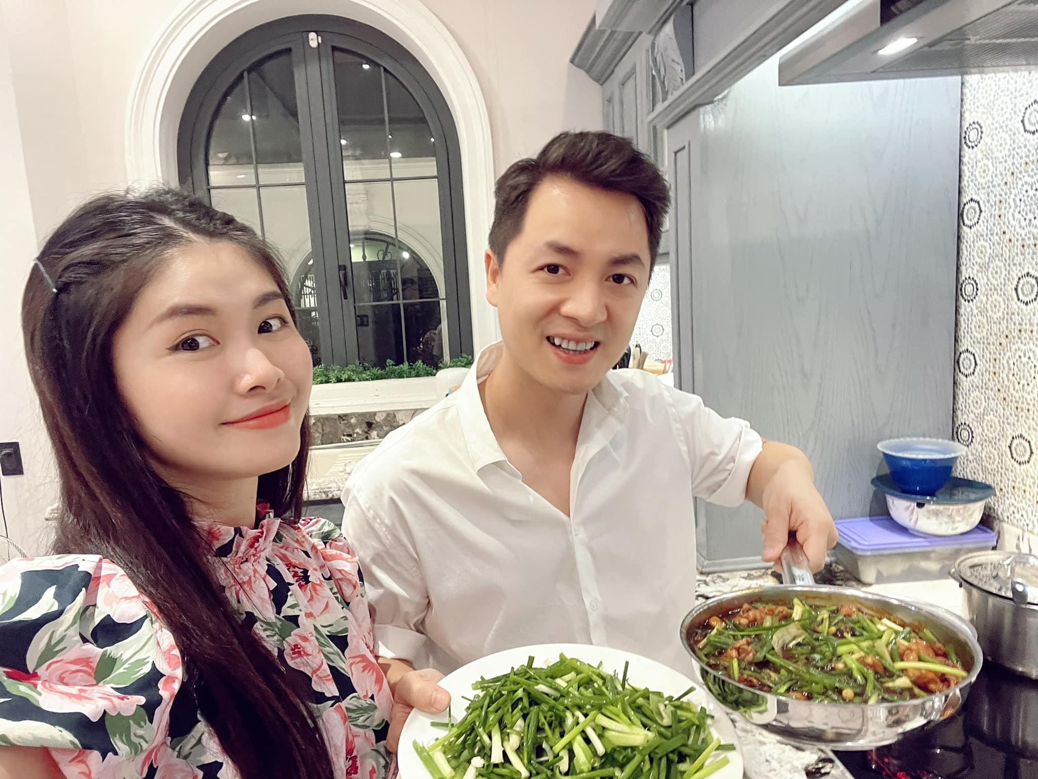 Cuối tuần của hội hot mom: Bà xã Tuấn Hưng đón sinh nhật tuổi 30, Thủy Anh khoe bữa cơm 5 sao do ông xã Đăng Khôi tự nấu - Ảnh 2.