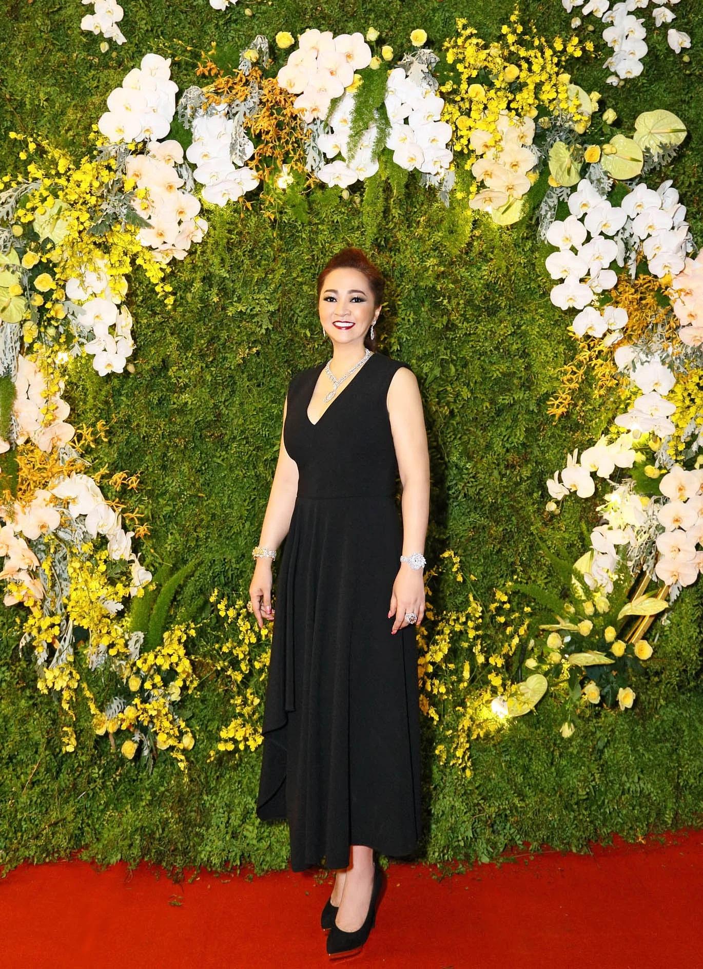 Bà Phương Hằng có style cực kỳ tinh tế, đẳng cấp không phải ở trang sức mà ở món phụ kiện nhỏ xinh này - Ảnh 3.