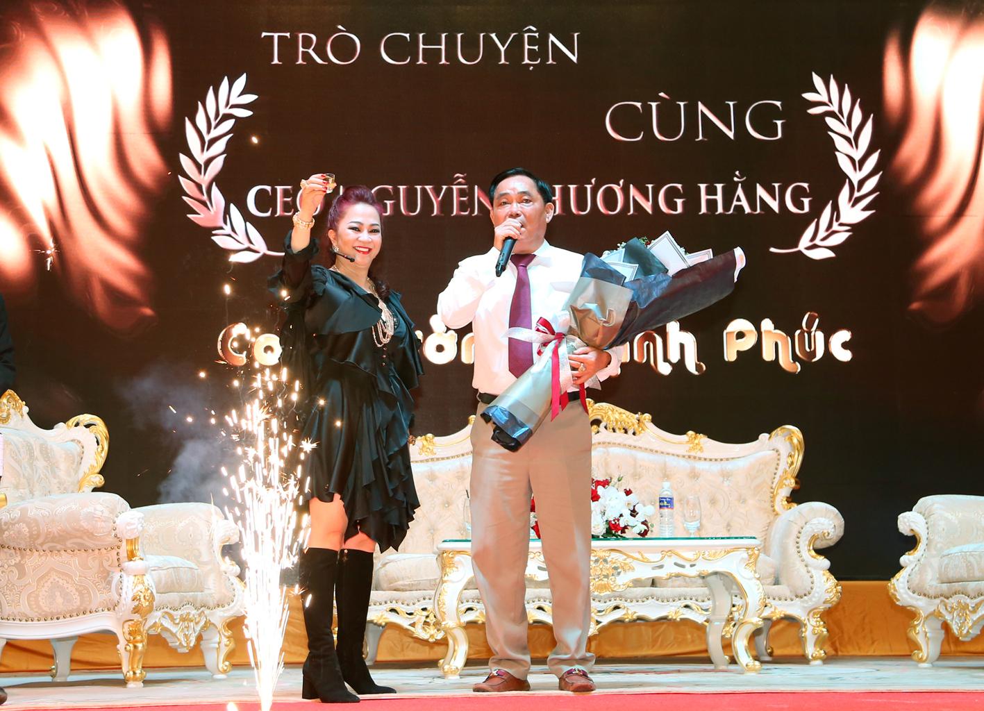 Bà Phương Hằng có style cực kỳ tinh tế, đẳng cấp không phải ở trang sức mà ở món phụ kiện nhỏ xinh này - Ảnh 10.
