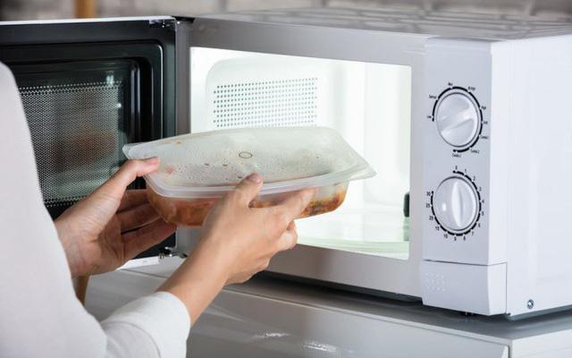 Mang cơm trưa đi làm, đừng bao giờ phạm phải 5 sai lầm dưới đây kẻo vô tình khiến chúng mất dinh dưỡng, thậm chí hủy hoại sức khỏe - Ảnh 10.