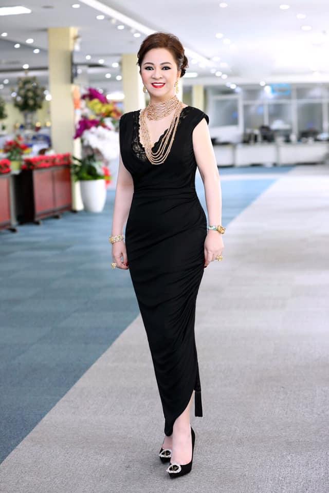 Bà Phương Hằng có style cực kỳ tinh tế, đẳng cấp không phải ở trang sức mà ở món phụ kiện nhỏ xinh này - Ảnh 1.