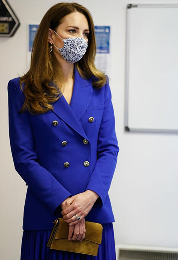 """Công nương Kate diện áo Zara giá gần 2 triệu sang quá nhưng từ 200k bạn đã """"tăm"""" được nhiều kiểu xinh không kém - Ảnh 3."""
