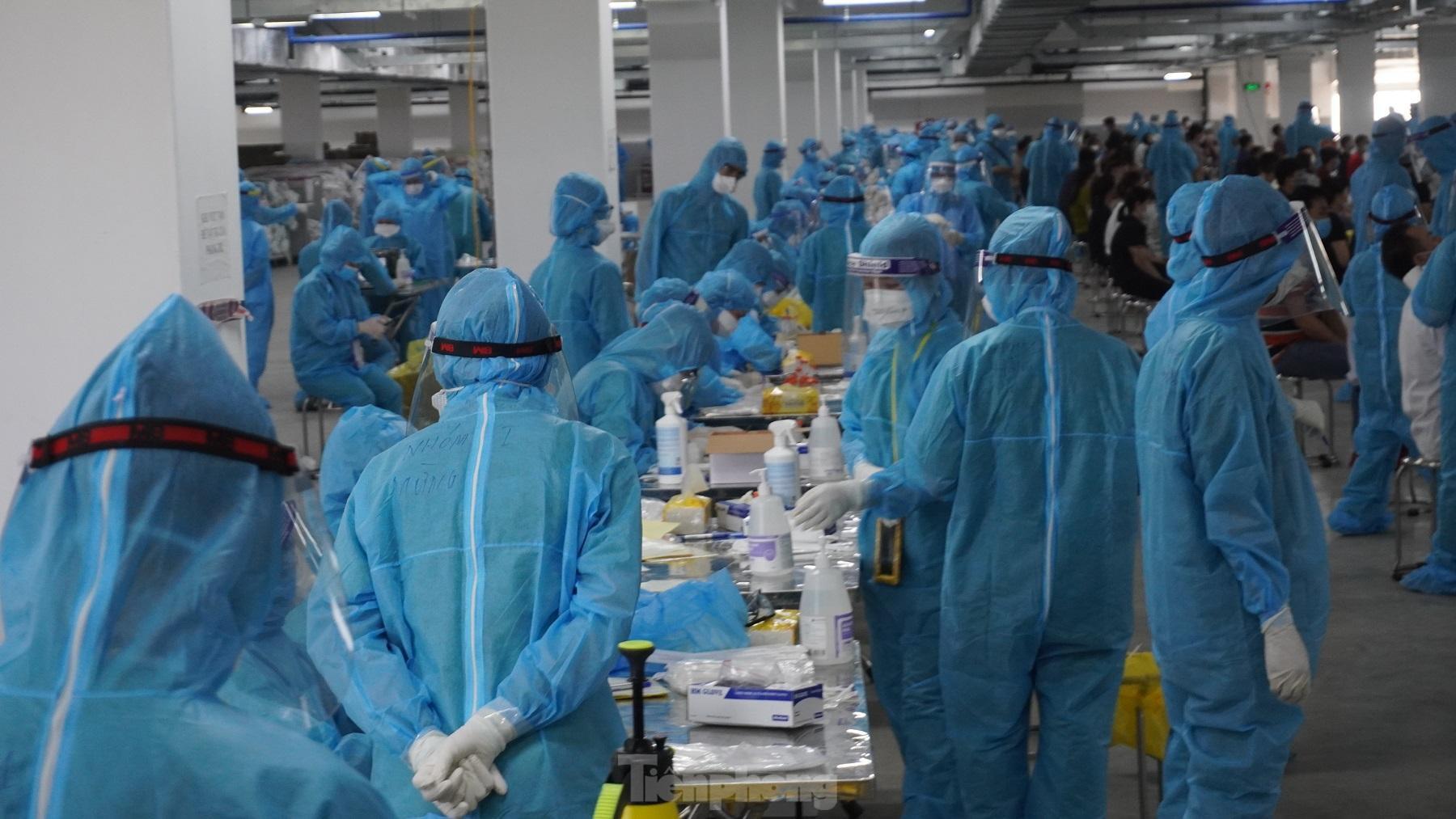 Ca bệnh nặng tăng, tỉnh Bắc Giang đề nghị hỗ trợ máy thở - Ảnh 1.