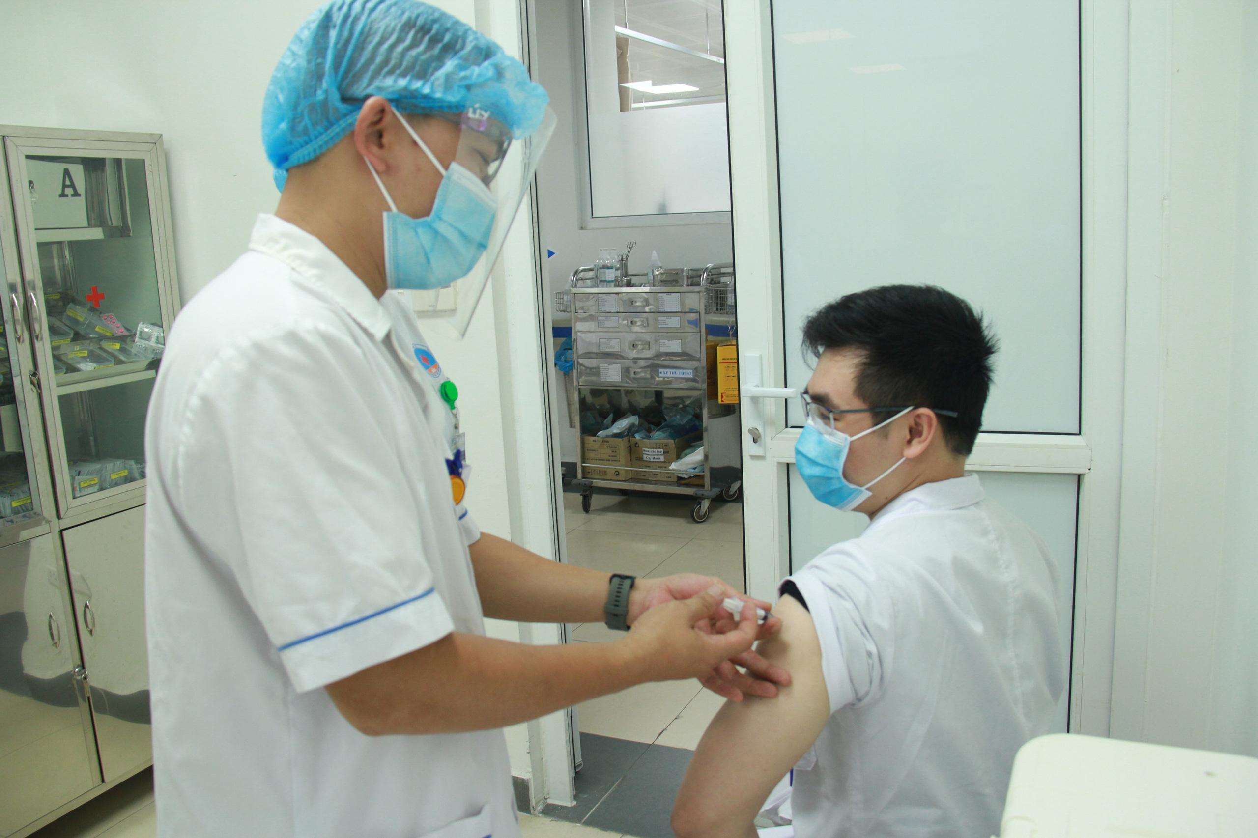 288.000 liều vắc-xin Covid-19 của AstraZeneca vừa về Việt Nam - Ảnh 1.