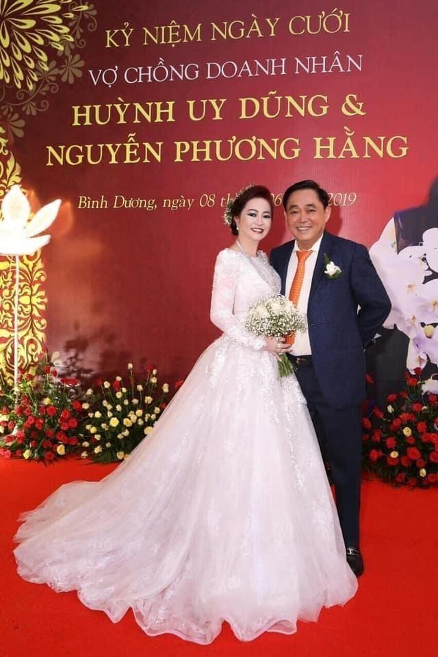 Vợ chồng bà Phương Hằng: Công khai ngọt ngào như mới yêu, vui tay tặng kim cương 3 triệu đô và siêu xe 50 tỷ chứ nhiêu! - Ảnh 3.