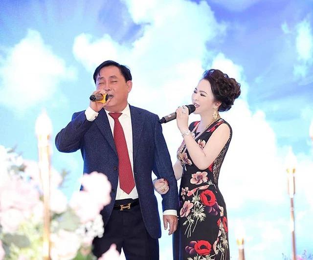 Vợ chồng bà Phương Hằng: Công khai ngọt ngào như mới yêu, vui tay tặng kim cương 3 triệu đô và siêu xe 50 tỷ chứ nhiêu! - Ảnh 7.