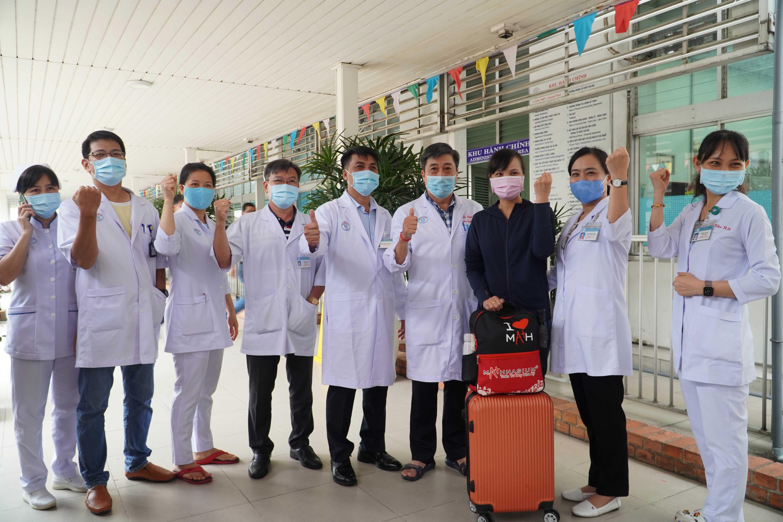 Những chuyên gia điều trị COVID-19 hàng đầu của Chợ Rẫy lên đường đến Bắc Giang - Ảnh 2.