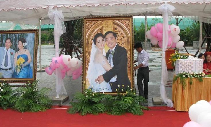 Vợ chồng bà Phương Hằng: Công khai ngọt ngào như mới yêu, vui tay tặng kim cương 3 triệu đô và siêu xe 50 tỷ chứ nhiêu! - Ảnh 2.