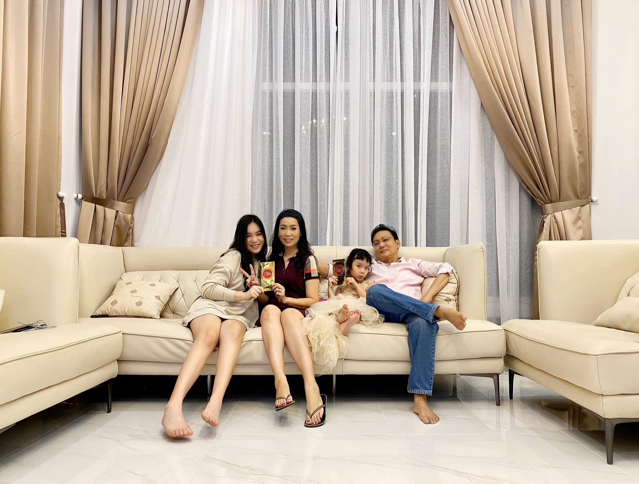 Ngắm biệt thự 10 tỷ ở quận 7 của chồng tặng NSƯT Trịnh Kim Chi - Ảnh 2.