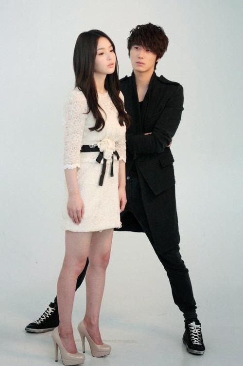 """Thanh Hương """"Mùa hoa tìm lại"""" hé lộ cảnh xoạc chân chụp ảnh, mẹo mà loạt sao Hàn đình đám như Gong Yoo, Lee Jong Suk cũng đều áp dụng - Ảnh 5."""