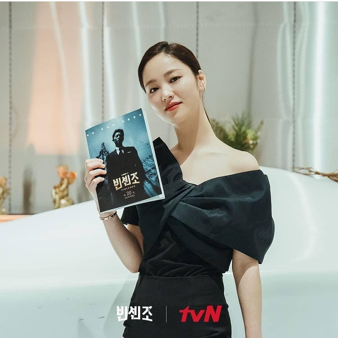 """Từng bị chê kém sắc nhất list """"người thương"""" Song Joong Ki, điên nữ Vincenzo bùng nổ nhan sắc trong tập cuối, diện đồ ăn đứt mẫu quốc tế - Ảnh 3."""