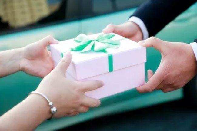 """Cha mẹ thường nói những lời này với cô giáo, cô giáo sẽ tự chăm sóc con cái một cách chu toàn, hiệu quả hơn là việc """"tặng quà"""" - Ảnh 1."""