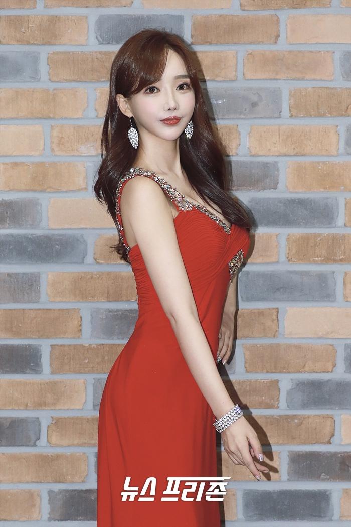 Biến căng: Nữ diễn viên Hàn gọi xã hội đen quây 3 xe hơi xử 1 người dân, hóa ra vì bị đối phương bóc phốt tại nhà hàng - Ảnh 4.