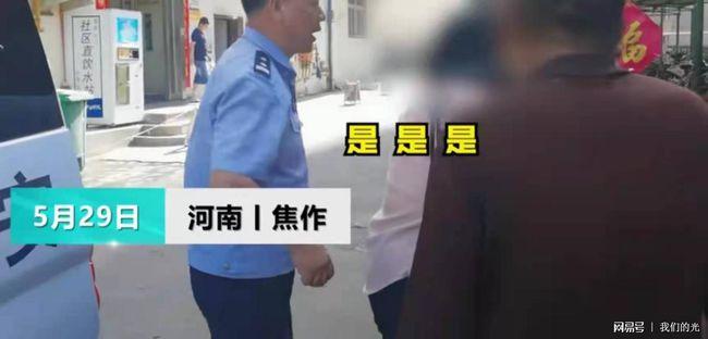 Con trai bỏ nhà đi ăn xin 2 năm vì lý do khó tin, hình ảnh cha già tóc bạc quỳ xuống cám ơn cảnh sát gây xúc động mạnh - Ảnh 1.