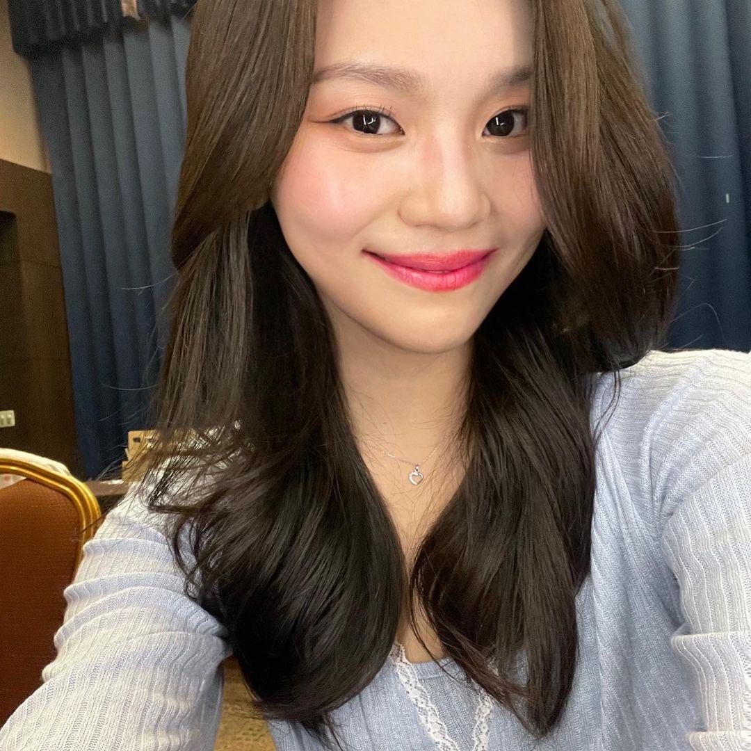 Nữ idol từng bị chê xấu nhất lịch sử Kpop, nay đã thăng hạng visual ngoạn mục chỉ nhờ… đổi dáng lông mày - Ảnh 8.