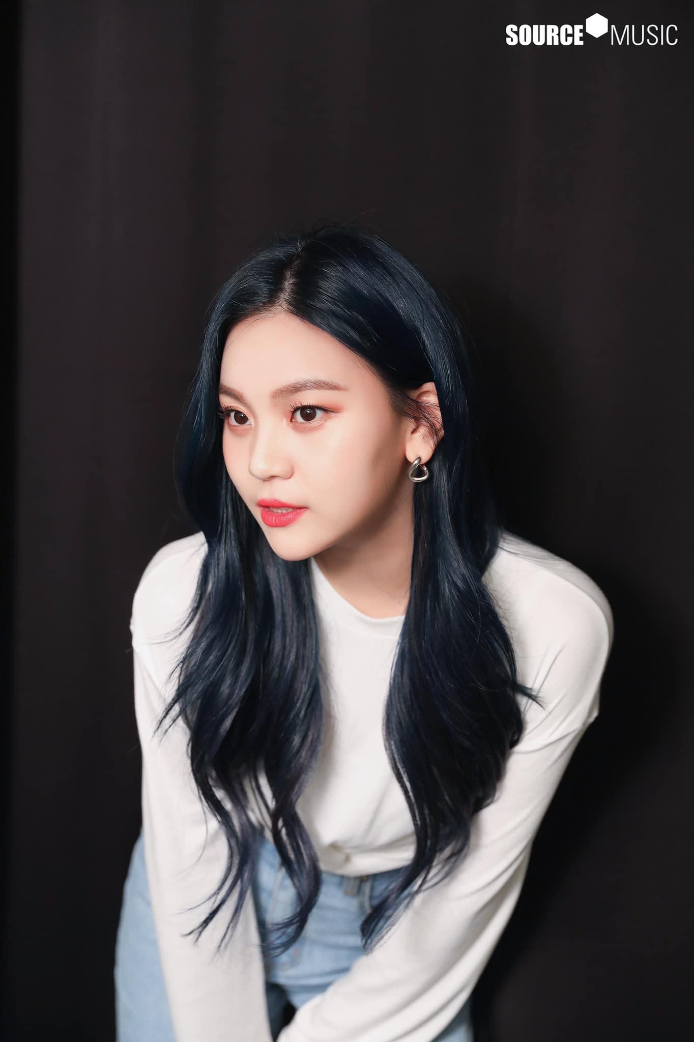 Nữ idol từng bị chê xấu nhất lịch sử Kpop, nay đã thăng hạng visual ngoạn mục chỉ nhờ… đổi dáng lông mày - Ảnh 12.