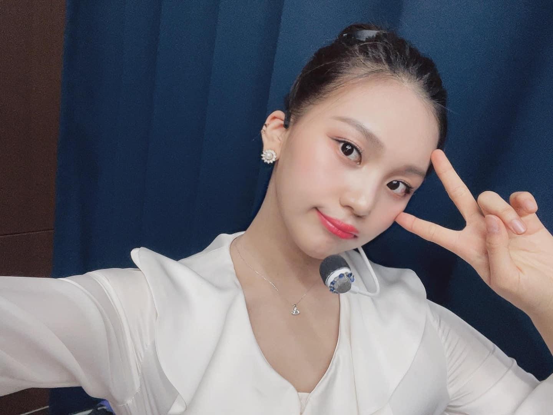 Nữ idol từng bị chê xấu nhất lịch sử Kpop, nay đã thăng hạng visual ngoạn mục chỉ nhờ… đổi dáng lông mày - Ảnh 9.