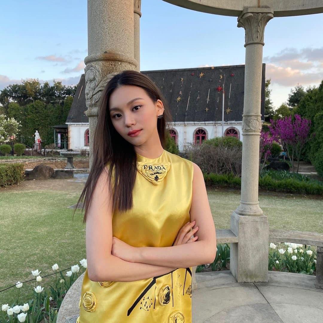 Nữ idol từng bị chê xấu nhất lịch sử Kpop, nay đã thăng hạng visual ngoạn mục chỉ nhờ… đổi dáng lông mày - Ảnh 11.