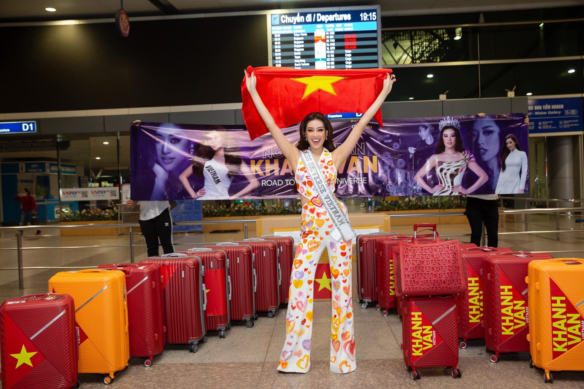 Hoa hậu Khánh Vân lên đồ cao tay trên đường tới Miss Universe, bộ nào cũng khiến dân tình nức nở tự hào - Ảnh 1.