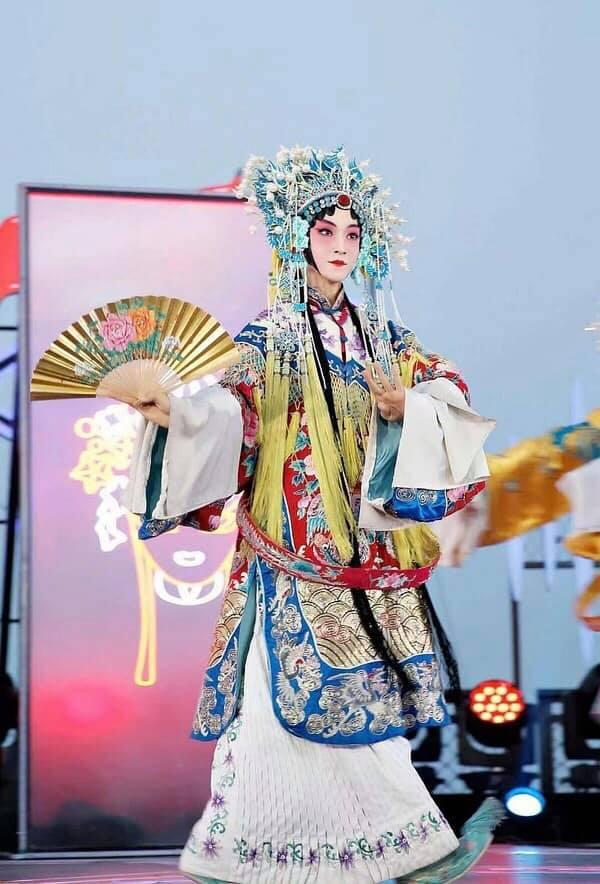 Sáng tạo doanh 2021: Lộ tạo hình kinh kịch đẹp mắt của Lưu Vũ, Center đông fan nhất đúng chuẩn visual - Ảnh 1.