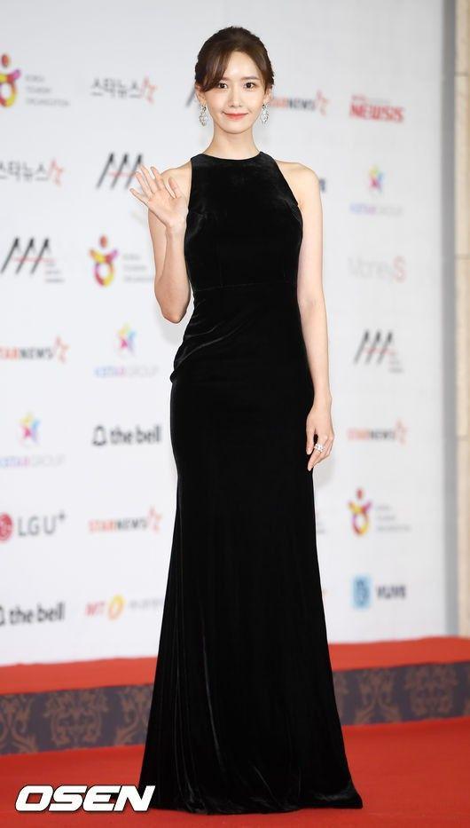 Yoona liệt kê 5 bộ cánh thảm đỏ yêu thích nhất, ai dè toàn item lộ lưng, khoe ngực mlem không chịu được! - Ảnh 11.