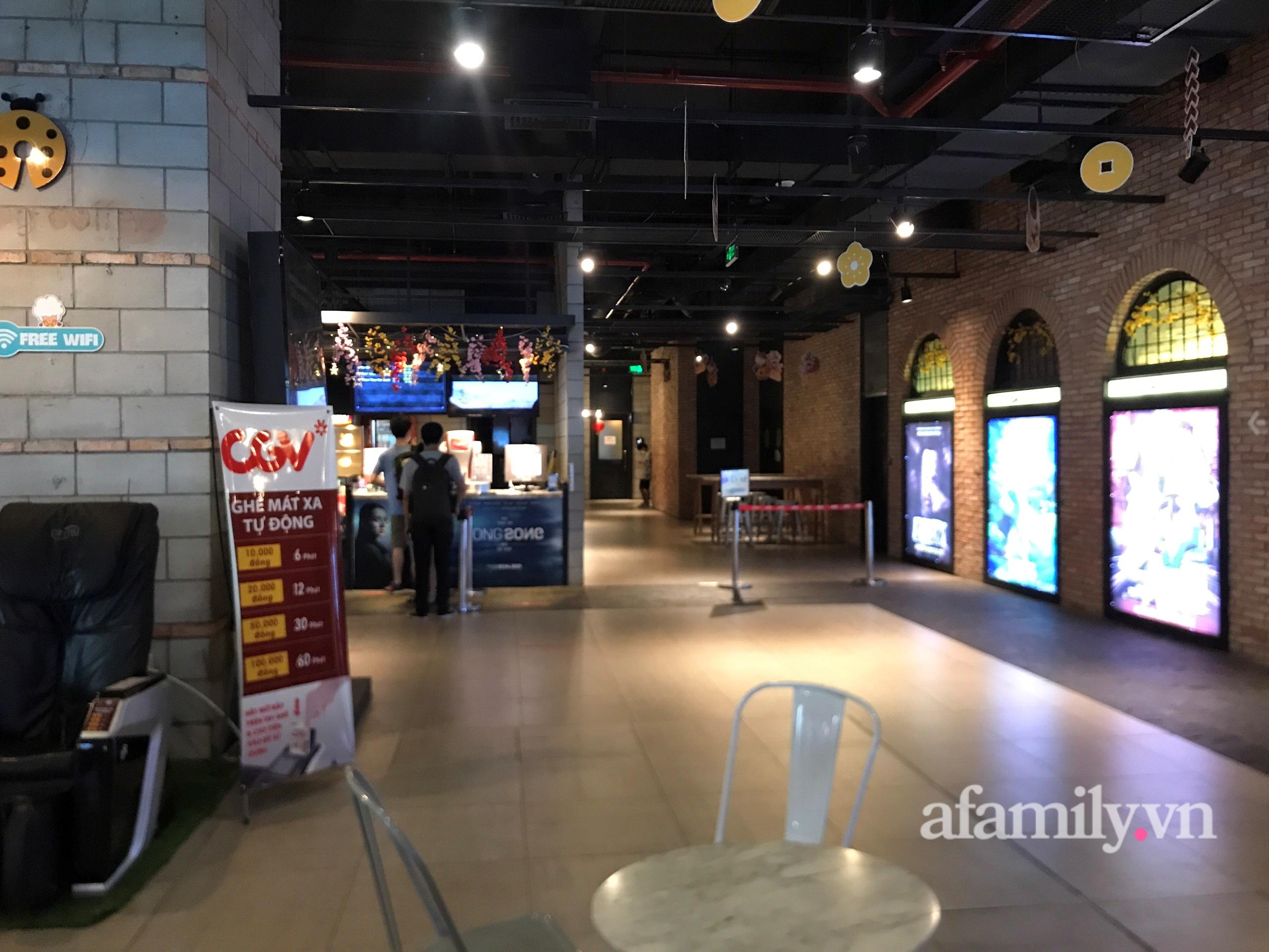 Rạp chiếu phim Hà Nội trước giờ tạm dừng hoạt động vì chống dịch: Vắng vẻ đến bất ngờ - Ảnh 9.