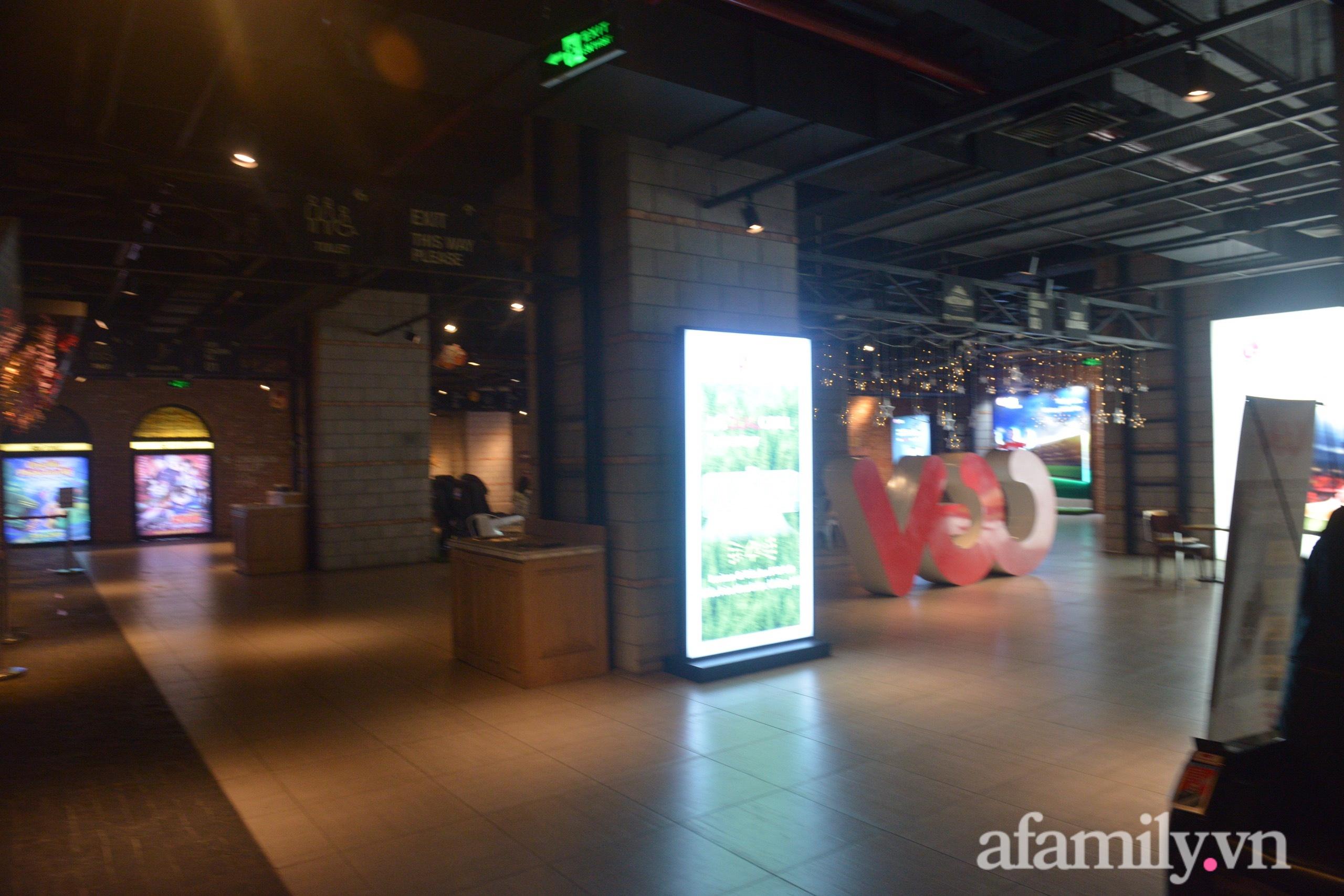 Rạp chiếu phim Hà Nội trước giờ tạm dừng hoạt động vì chống dịch: Vắng vẻ đến bất ngờ - Ảnh 10.