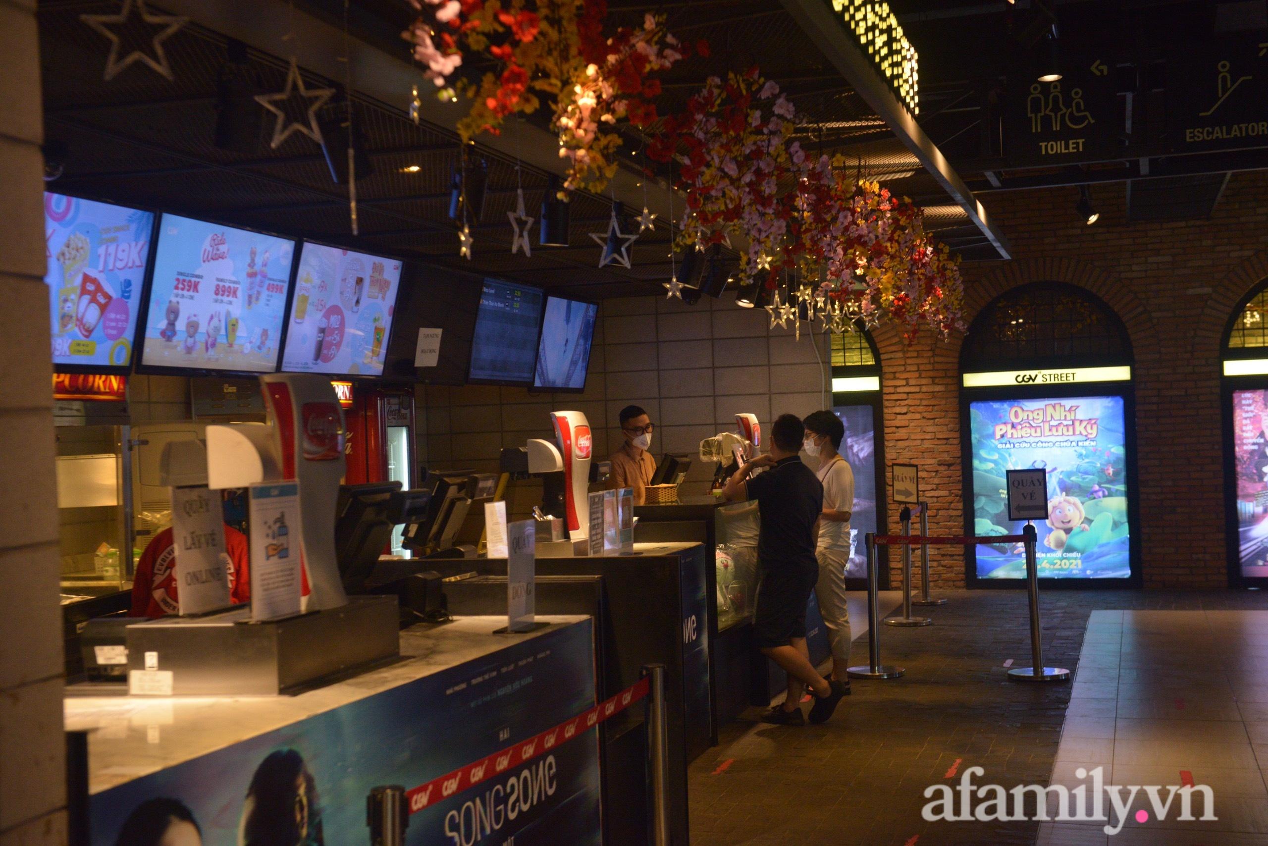 Rạp chiếu phim Hà Nội trước giờ tạm dừng hoạt động vì chống dịch: Vắng vẻ đến bất ngờ - Ảnh 6.