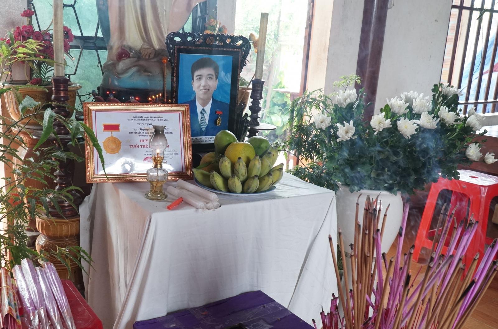 """Nam sinh viên Nghệ An quên mình cứu bạn: """"Con đã sống tốt đời đẹp đạo""""! - Ảnh 9."""