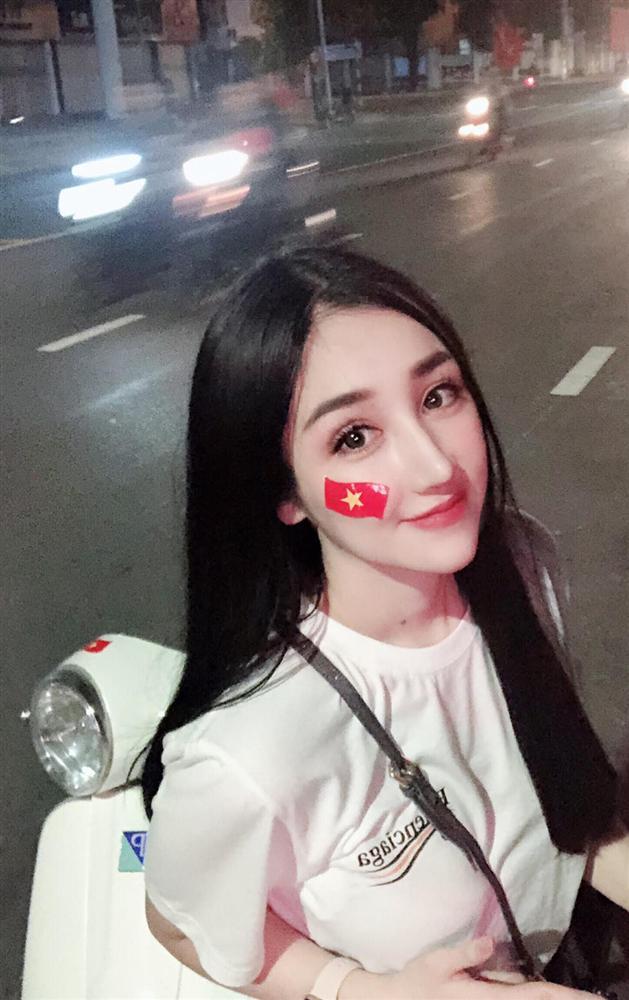 """Dân mạng hào hứng bắt trends """"Đưa mẹ về thanh xuân"""" với loạt ảnh xinh như diễn viên TVB cùng các góc nghiêng cực phẩm của mẹ - Ảnh 3."""